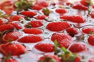 soaking-strawberries